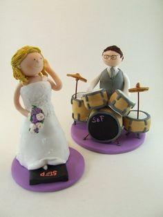 Tortenfiguren Brautpaar.  Braut mit Stepper und Bräutigam mit Schlagzeug.