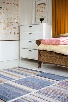 vihreä talo I like the idea of having several smaller rugs instead of one big. Swedish Cottage, Hand Painted Furniture, Kid Spaces, Small Rugs, Sweet Home, Interior Design, Bedroom, House Styles, Rag Rugs