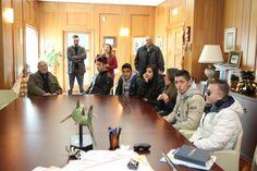 """Foto degli studenti dell'Ipsia """"Barlacchi"""" Crotone all'interno della Briefing Room di Tecnologica, insieme ad alcuni collaboratori del Gruppo Marrelli."""