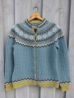 Ravelry: Mandelblomst pattern by Wenche Roald Fair Isle Knitting, Lace Knitting, Knit Crochet, Knitting Patterns, Norwegian Knitting, Knit Art, How To Purl Knit, Poncho Sweater, Keep Warm