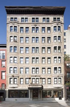 Honey, I Shrunk the Ritz: The New Marlton Hotel in Greenwich Village - Remodelista Nyc Hotels, New York Hotels, Fine Hotels, Hotels And Resorts, Best Hotels, The Places Youll Go, Great Places, Places To Visit, Restaurants