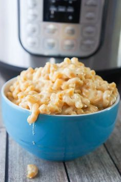 Instant Pot Mac and Cheese - This is Not Diet FoodInstant Pot Mac and Cheese is a delicious cheesy pasta recipe that is super easy to make. This homemade mac and cheese is loaded with Gouda and Mozzarella. Cheesy Pasta Recipes, Macaroni Recipes, Seafood Pasta Recipes, Easy Chicken Dinner Recipes, Instant Pot Dinner Recipes, Beef Macaroni, Crawfish Recipes, Pasta Food, Pesto Pasta
