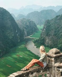 If you go to Vietnam you can expect amazing views like this with layers of mountains fading off into the distance ⛰ with Vietnam Voyage, Vietnam Travel, Asia Travel, Visit Vietnam, Beautiful Hotels, Beautiful Places, Places To Travel, Places To Visit, Voyager Loin