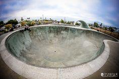 hands behind my back pool grinds @ Santa Cruz  #carverskateboard #carveskate #surfyourskate #shred #landsurfing #concretewaves