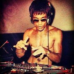 "Bruce Lee APP ""The MAN"" is only designed for Desktop & laptop. Please like the following fan page of Bruce Lee https://www.facebook.com/TheManBruceLee/app/345221782242989/ #BruceLee #JKD #JeetKuenDo #BeWater #WingChun #20CenturyWarrior #Philosophy #Alphamale #MartialArtist #Dragon #TheBigBoss #FistofFury #TheWayOfTheDragon #EnterTheDragon #GameOfDeath #MMA #UFC"