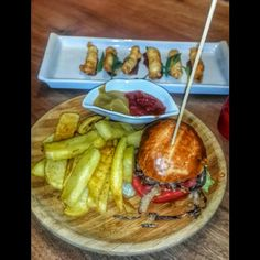 Poğaça #burger  #frenchfries  ve #Parmesan peynirli sigara böreği. #foodporn #delicious #parmesan #cheese