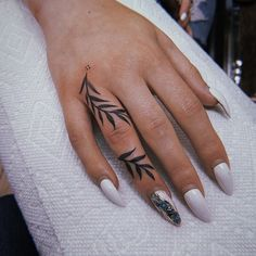 40 tiny finger tattoos that define perfection - tattooblend - about hurricanes . - 40 tiny finger tattoos that define perfection – tattooblend – about hurricanes … 40 Tiny Fin -