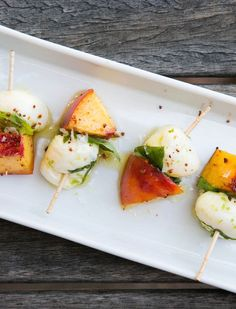 Peach & Mozzarella Skewers with Basil & Lime // A riff on caprese, this peach and mozzarella combo might be even better than the original Yummy Appetizers, Appetizers For Party, Appetizer Recipes, Tapas, Lime Recipes, Le Diner, Hors D'oeuvres, Appetisers, Gourmet