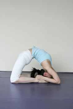 Yoga Asana - It looks like her head is too big for the pose, so it's not just me phew
