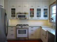Adding kitchen glass cabinet doors can make kitchens seem airier and brighter. Glass kitchen cabinet doors are an elegant way to improve your kitchen. Ikea Adel Kitchen, Refacing Kitchen Cabinets, Upper Cabinets, White Cabinets, Glass Kitchen Cabinet Doors, Kitchen Wall Cabinets, Glass Doors, Ikea Cabinets, Kitchen Counters