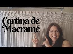 Cortina de macramé paso a paso, MACRAMÉ MUY FACIL, hazlo tú misma, decoración para el hogar, decoración para la habitación. Diy Macrame Wall Hanging, Macrame Plant Hangers, Macrame Bracelet Tutorial, Macrame Bracelets, Tv Diy, Diy Paso A Paso, Flower Wall Decor, Macrame Patterns, Macrame Knots