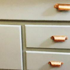Redo Kitchen Cabinets, Kitchen Redo, Paint Furniture, Furniture Makeover, Diy Bedroom Decor, Diy Home Decor, Diy Wall Painting, Diy Home Repair, Home Repairs
