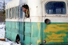 - Into the Wild - Uscito nel 2007, è immediatamente entrato a far parte dei capolavori cinematografici a tema viaggio.  #IntotheWild è la vera storia di Christopher Mc Candless, giovane anticonformista della West Virginia che intraprese un lungo viaggio nella remota Alaska...