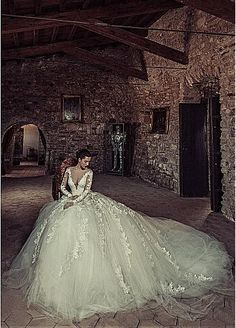 Exquisite Tulle & Satin Scoop Neckline Ball Gown Wedding Dresses With Beaded Lace Appliques
