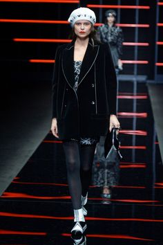 See all the looks from the show Fall Trends, Emporio Armani, Fashion News, Fall Winter, Runway, Punk, Textiles, Photos, Women
