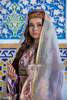 traditional-samarkand-dress-in-uzbekistan