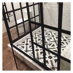 I am head over heels for this gorgeous shower and concrete floor tile in @bobbyberk's #responsivehome #hendersonnv. To die for. #bathroom #blackandwhite #steelshower #blogtourkbis #nkba #kbis2016