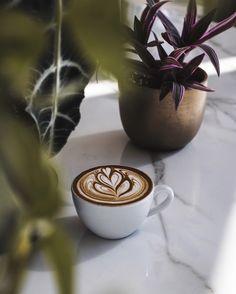 Coffee Latte Art, Coffee Cafe, Espresso Coffee, Iced Coffee, Chocolate Lovers, Hot Chocolate, Aeropress Coffee, Fresh Roasted Coffee, Blended Coffee