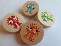 Picture of Create Your Own Cross Stitch Necklace Cross Stitch For Kids, Modern Cross Stitch, Cross Stitch Patterns, Hama Beads Patterns, Beading Patterns, Diy For Kids, Crafts For Kids, Kids Necklace, Wood Crosses