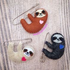My absolute favourite animal of ALL time has to be the sloth. Who doesn't like cute and lazy? Whenever I get half an excuse I'll include a sloth just for fun. So for the second set of free worksho