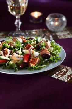 Nizzan lohisalaatti   K-Ruoka #kala Ketogenic Recipes, Ketogenic Diet, Diet Recipes, Vegan Recipes, Keto Results, Ketogenic Lifestyle, Keto Dinner, Caprese Salad, Vinaigrette