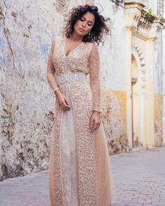 393 vind-ik-leuks, 7 reacties - Love & Harmony Dresses (@loveandharmonydresses) op Instagram: 'Deze week VRIJE INLOOP tem vrijdag telkens vanaf 17 uur tem 19 uur. Adres: Doornstraat 63 9140…' India Fashion, Hijab Fashion, Arabic Dress, Moroccan Wedding, Moroccan Caftan, Beautiful Costumes, Caftan Dress, Gowns Of Elegance, Pakistani Outfits