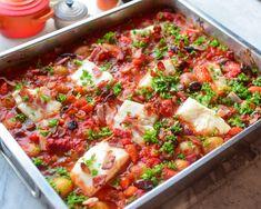 Torsk i spicy tomatsaus - En form full av gode smaker! Norwegian Food, Vegetable Pizza, Salsa, Spicy, Bacon, Food And Drink, Keto, Vegetables, Ethnic Recipes