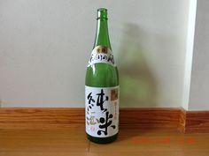 1,563円。香りもしなければ、臭くもなく、この値段なら文句なし。 Rice Wine, Bottle, Drinks, Drinking, Beverages, Flask, Drink, Jars, Beverage