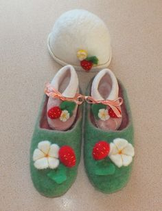 Felted slippers for mom and booties with hat for a baby by FeltSoapGood