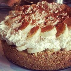 Banoffee Pie Recipe. Delicious Desserts, Yummy Food, Banoffee Pie, Brownie Bites, Pie Recipes, Yummy Cakes, No Bake Cake, Food To Make, Favorite Recipes
