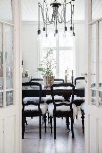 Oas på Öland med härligt poolhäng - ANNA TRUELSEN INTERIOR STYLIST & INFLUENCER Dining Chairs, Dining Table, Interior Stylist, Anna, Antique, Furniture, Home Decor, Vintage, Dining Chair