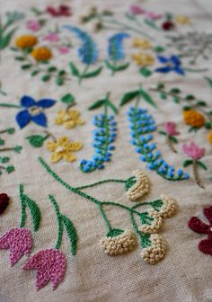 Beauty Japanese Embroidery pattern 著書「WOOL STITCH」より 2014 - 著書「2色で楽しむ刺繍生活」より  2014 - butterfly 2013 - Crab 2013 - Flower pattern 2013 - pleasure garden embroidery 2013 - summer leaf 2013 - Flowers of the field 2013 - Winter. Garden Embroidery, Japanese Embroidery, Embroidery Needles, Crewel Embroidery, Embroidery Applique, Floral Embroidery, Cross Stitch Embroidery, Embroidery Patterns, Embroidered Flowers