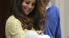 The latest images of Kate Middleton the Duchess of Cambridge, Prince George and Princess Charlotte. Princesa Charlotte, Princesa Diana, Royal Princess, Prince And Princess, Baby Princess, Princess Power, Lady Diana, Prince William And Catherine, William Kate