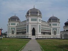 Great Mosque of Medan or known as Masjid Raya Medan and Masjid Raya Al Mashun is a mosque located in Medan, Indonesia. The mosque was built in the year 1906 and completed in 1909. In beginning of its establishment, this mosque merges with palace complex. Its architectural style is typical Middle East, India and Spain. This mosque has octagonal shape and has a wing on the south, east, north and west.