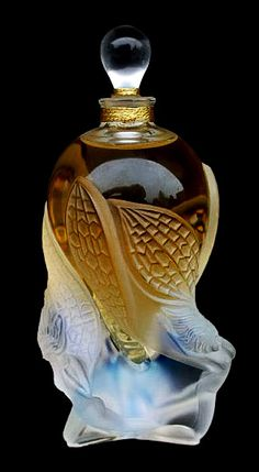 Perfume bottle by Lalique: ラリック 香水瓶 Lalique Perfume Bottle, Antique Perfume Bottles, Vintage Bottles, Art Nouveau, Perfumes Vintage, Beautiful Perfume, Bottle Vase, Vases, Glass Art