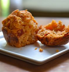 Pepperoni Pizza Muffins are tote-able and freezer-friendly! #lunch #recipe #Lunchbox