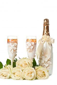 The wedding glasses – an important element of every stylish wedding Bridal Lifestyle Wedding Glasses, Every Girl, Getting Married, Wedding Styles, Diy Crafts, Table Decorations, Bride, Stylish, Tableware