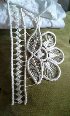 Plaited Fly Stitch In Hand Embroidery Tutorial (Step By Step & Video Needle Tatting, Needle Lace, Bobbin Lace, Ribbon Embroidery, Embroidery Designs, Crochet Stitches, Crochet Patterns, Crochet Symbols, Lace Patterns