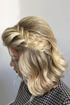 Prom hair styles are semi-formal to formal hairstyles that are appropriate for the occasion. Such hairstyles can be done on any hair length and texture. Now let's pick a hairstyle for prom that will flatter you perfectly. Formal Hairstyles For Short Hair, French Braid Hairstyles, Braids For Short Hair, Wedding Hairstyles, Short Hair Styles, Bridesmaid Hairstyles, Short Haircuts, Prom Hair Updo, Bouffant Hair