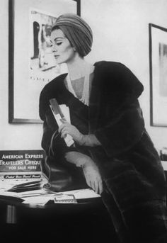 Anziehsachen Harper's Bazaar Nov 1960 Model Carmen Dell Orefice Do-you-know-the-difference-between-C Carmen Dell'orefice, Sarah Moon, Fur Fashion, Fashion Models, Fashion Beauty, Fashion 2020, Paolo Roversi, Peter Lindbergh, Vintage Fur