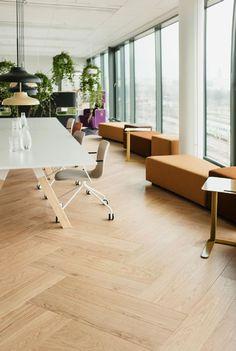 Upea tuplakalanruotoparketti on lattiana mitä tyylikkäin ja ajaton! Katso kuva, niin näet tarkemmat tuotetiedot