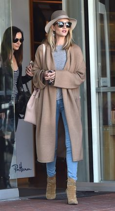 Rosie Huntington Whiteley in West Hollywood Armani Prive, Rosie Huntington Whiteley, Winter Outfits, Cool Outfits, Casual Outfits, Fashionable Outfits, Rachel Zoe, Denim Fashion, Fashion Outfits