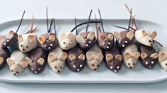 Mini Mice Cookies ~ Perhaps a compliment to the Kitty Litter Cake? Halloween Treats For Kids, Easy Halloween, Christmas Treats, Holiday Treats, Holiday Recipes, Mini Mouse Cookies, Cake Shapes, Cookie Swap, Holiday Cookies