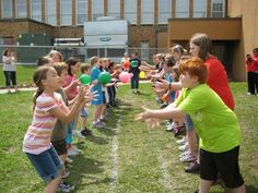 ) Minute to Win It Games are perfect for your next outdoor summer block party, family reunion, or backyard bash! Great for all ages! ideas games Minute to Win It Outdoor Summer Party Games Bbq Party Games, Summer Party Games, Block Party Games, Outdoor Party Games, Summer Camp Games, Outdoor Games For Kids, Sleepover Party, Cookout Games, Outside Games For Kids