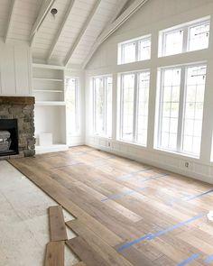 Home Interior Traditional .Home Interior Traditional Engineered Hardwood Flooring, Vinyl Plank Flooring, Mohawk Laminate Flooring, White Oak Floors, Modern Wood Floors, Living Room Hardwood Floors, Diy Wood Floors, Light Hardwood Floors, Painted Floors
