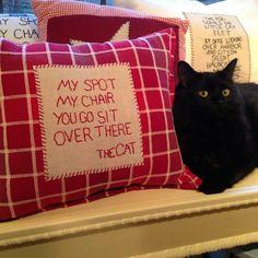 """""""Ma place, Ma chaise, Vous allez vous asseoir là-bas."""" Le Chat."""