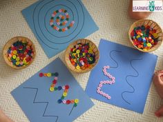 Creating patterns, swirls or zig-zags with buttons, children will have so much fun playing with this fine motor work station or learning centre activity.Super simple fine motor activity using buttons (or pebbles) on pattern lines MehrUsed to help improve Motor Skills Activities, Toddler Learning Activities, Montessori Activities, Hands On Activities, Preschool Crafts, Preschool Activities, Montessori Materials, Nursery Activities, Dinosaur Activities