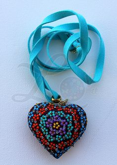 Collar con corazón de madera pintado a mano, pewter con baño dorado y gamuza color azul electrico. #LovitMx Rasheeda, Boho Hippie, Color Azul, Bead Art, Anklets, Beautiful Necklaces, Headbands, Jewerly, Polymer Clay