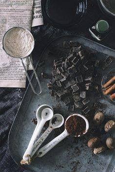 > Dazzles! know's best! <  Wist jij dat een blokje pure chocolade gezonder is dan een sinaasappel of bosbessen. De zogenaamde ORAC waarde is bij onbewerkte chocolade enorm hoog, namelijk 28.000. Als je dat vergelijkt met fruit als de sinaasappel of bosbessen, dan heeft dat blokje pure chocolade nog steeds een hogere waarde.  #Dazzles #Chocolate #Chocolade #Dazzle #Healthy #PureChocolate #ORAC #Waarde #FeelGood  #MoreChocolate #ORACwaarde #HealthyFood #Orange #Blueberry