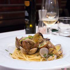 Spaghetti vongole at its best  Wir haben das Peppino im Hofkeller ein zweites Mal gestestet... Ob es genauso gut war wie beim ersten Mal erfährt ihr im #blog! #italiankitchen #italien #italienisch #italiener #peppinoimhofkeller #spaghetti #vongole #dolci #foodgasm #foodpic #instafood #foodies #foodie #foodshot #foodstagram #instafood #photooftheday #picoftheday #testesser #graz #steiermark #austria #igersgraz